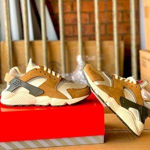 Nike Air Huarache for StüssyDesert Oak
